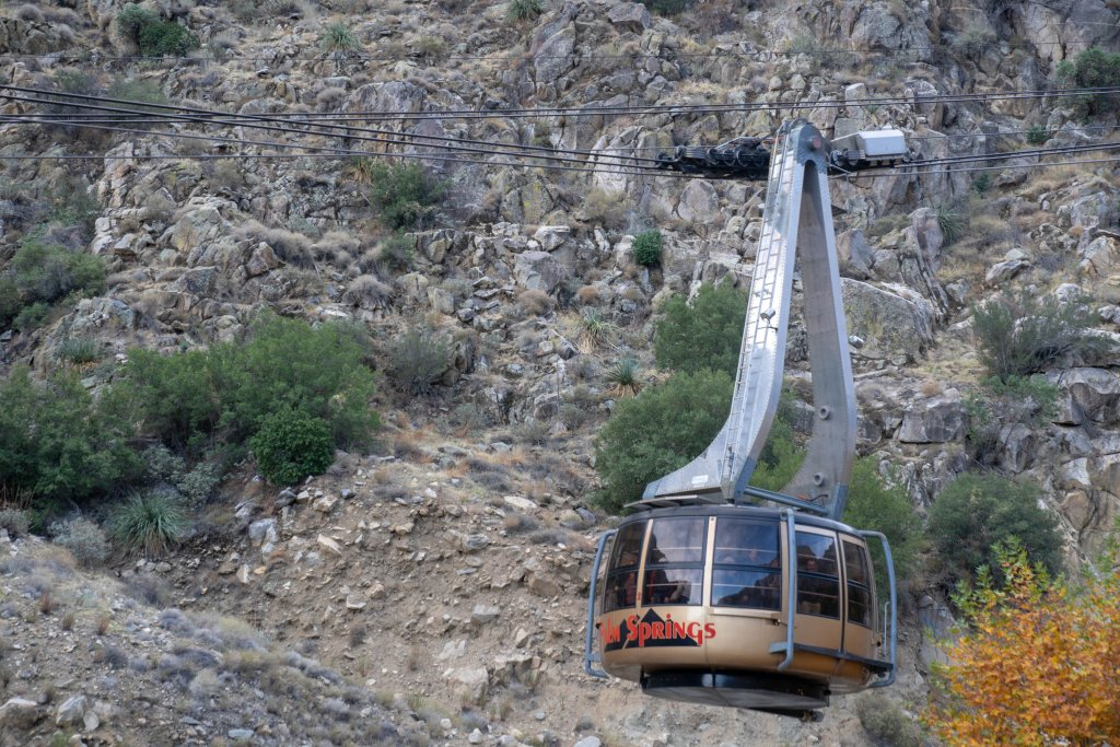 a tram coming down the mountain in palm springs