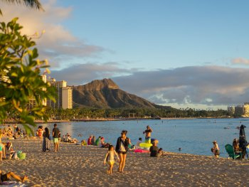 diamond head mountain and waikiki beach