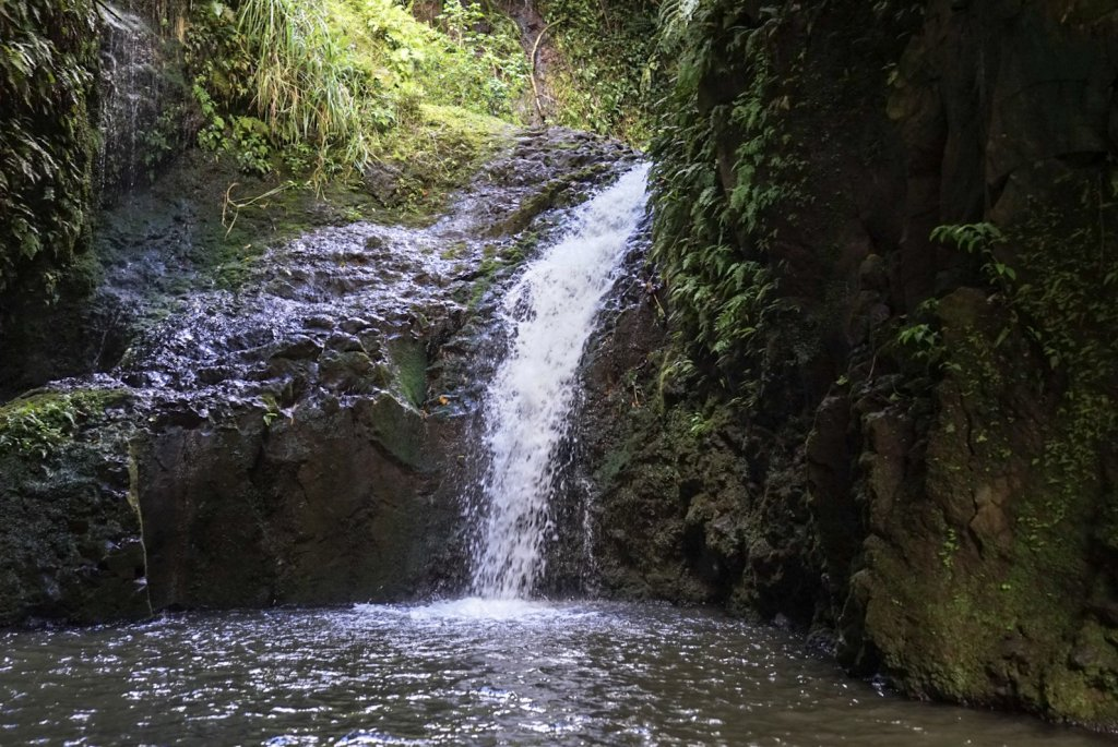 picture of mauanawili falls waterfall