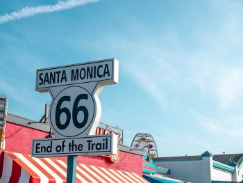 a sign that say Santa Monica in California