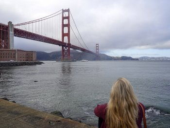 a women looking at the Golden Gate bridge