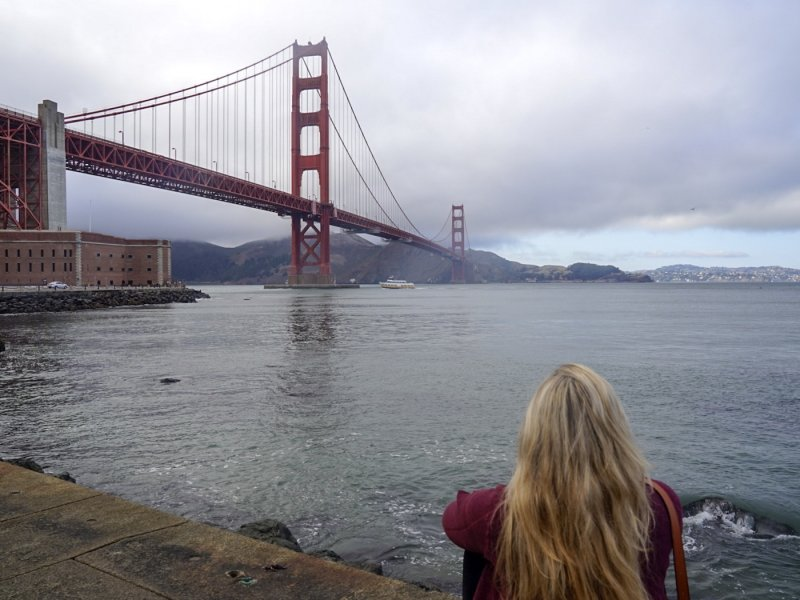 a women looking at the Golden Gate bridge