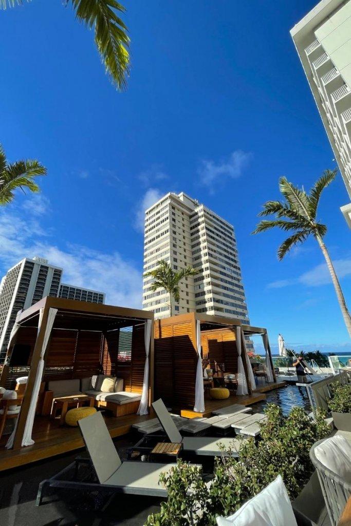 picture of a pool cabana at the 'Alohilani Resort in Waikiki Beach